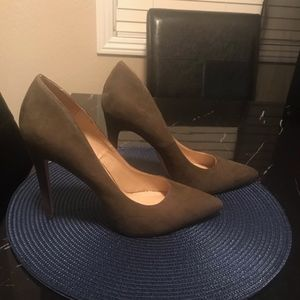 Shoes - Olive Green Suede Pumps Sz 10